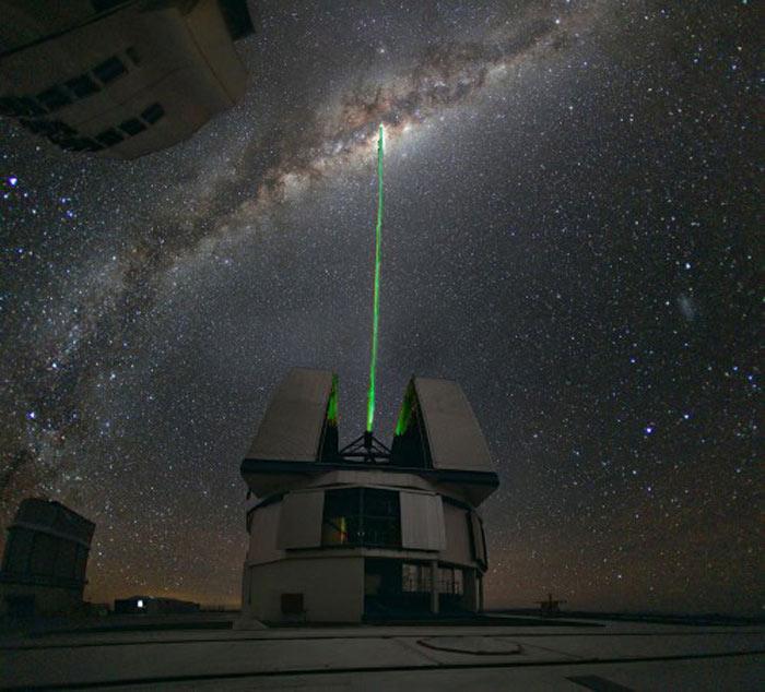 高出力ブルーレーザー光線